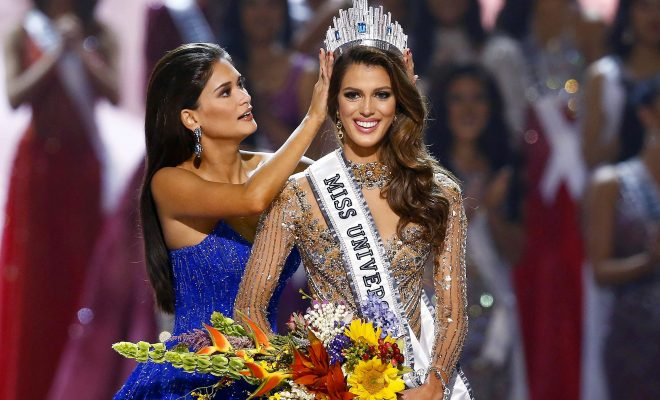 epa05760849 Iris Mittenaere (R) from France is crowned the 65th Miss Universe by her predecessor, Pia Alonzo Wurtzbach (L) from the Philippines during the coronation night of the Miss Universe pageant at the Mall of Asia Arena in Pasay City, south of Manila, Philippines, 30 January 2017. A total of 86 candidates competed for the crown.  EPA/ROLEX DELA PENA EPA  ROL01 PHILIPPINES MISS UNIVERSE